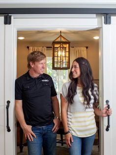 Chip and Joanna Gaines help a nomadic couple who had lived in five homes over the past six years find and create their perfect forever home in Hewitt, Texas. Little did they know that