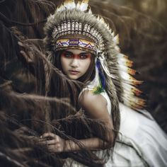 For War Bonnet purpose only Native American Headdress, Native American Beauty, Indian Photoshoot, Photoshoot Themes, Red Indian, Native Indian, Indian Girls, Photography Themes, Girl Photography