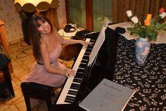 Pianistin Katharina Bach privat an ihrem Klavier November 2015