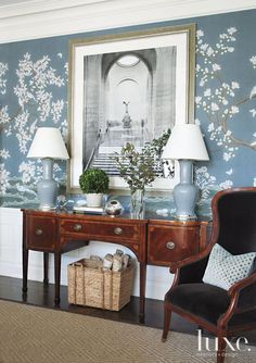 Traditional Blue Dining Room with Antique Sideboard - Luxe Interiors + Design Gracie Wallpaper, Room Wallpaper, Painted Wallpaper, Chinoiserie Wallpaper, Chinoiserie Chic, Design Entrée, House Design, Dining Room Blue, Dining Rooms