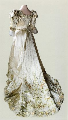 Ball gown dress of Empress Alexandra Feodorovna About 1898 (back view)