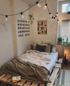 Small Bedroom Ideas – Small bed rooms can have magnificent design with the best … Kleine Schlafzimmerideen – Kleine Schlafzimmer Room Ideas Bedroom, Bedroom Inspo, Hippy Bedroom, Bedroom Bed, Mirror Bedroom, Bedroom Ideas On A Budget, Cozy Bedroom Decor, Industrial Bedroom Decor, Bright Bedroom Ideas