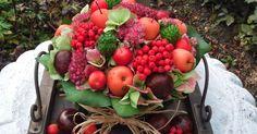 Even tussendoor iets gemaakt voor een verjaardag. Appeltjes, bessen, vruchten van een plant uit de tuin, kastanje e.d. Wie wil er nu ni...
