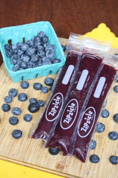 Such a great idea for healthy snacks on the go. // Zipzicle Recyclable, BPA-Free Freezer Pop Bags and Recipe Ideas (I definitely recommend using only healthy recipes and making these a fun way to encourage healthy snacks. Baby Food Recipes, Snack Recipes, Dessert Recipes, Popsicle Recipes, Desserts, Get Thin, Good Food, Yummy Food, Sorbets