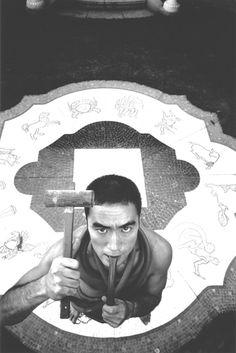 "A portrait of Yukio Mishima from Eikoh Hosoe's ""Ordeal by Roses"" by eikoh hosoe Yamagata, Avant Garde Artists, Japanese Photography, Photography Exhibition, Art Photography, Spiritus, Gay Art, Tumblr, Art Boards"