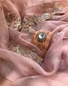 Shaadi season is upon me and it's typically never upon me. Ima just take complete advantage of it. This stunner of an organza sari from… Embroidery Suits Punjabi, Embroidery Suits Design, Embroidery Dress, Sari Blouse Designs, Saree Blouse Patterns, Kurta Designs, Pakistani Formal Dresses, Indian Dresses, Set Saree