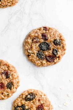 Learn how to make healthy harvest cookies from scratch! So easy & no mixer required! They're really soft & chewy, naturally sweetened & only 104 calories! Healthy Oatmeal Cookies, Healthy Cookie Recipes, Oatmeal Cookie Recipes, Coconut Cookies, Healthy Cake, Healthy Baking, Baking Recipes, Healthy Snacks, Cookies Soft