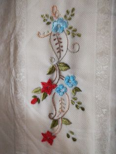 Hand Embroidery Patterns Flowers, Embroidery Neck Designs, Hand Embroidery Videos, Hand Embroidery Flowers, Simple Embroidery, Hand Embroidery Stitches, Ribbon Embroidery, Cross Stitch Embroidery, Machine Embroidery