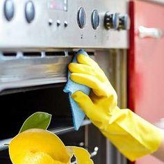 Quattro ricette low cost e naturali per pulire gli elettrodomestici