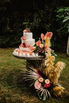 Colorful Italian wedding with a tropical twist and floral wedding dress - 100 Layer Cake Dessert Bar Wedding, Wedding Donuts, Rustic Wedding Reception, Wedding Candy, Wedding Desserts, Wedding Table, Boho Wedding Decorations, Rustic Wedding Centerpieces, Floral Wedding