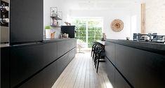 Køkkenet går i sort: Nye tendenser fra Milano   JKE Design