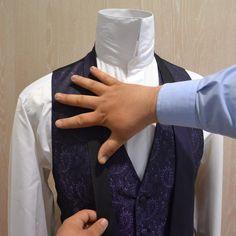 El nudo de corbata americano o nudo simple es uno de los nudos de corbata mas utilizados por los mas jovenes,  su forma conica y asimetrica aporta esbeltez y un aire desenfadado, su facilidad y versatilidad en diferentes texturas hace de este nudo el mas usado por los invitados de la boda,mas nudos de corbata, noticias, vestidos de novia, fiesta, madrina, novio y complementos en  www.youtube.com/... ¡¡¡ GRACIAS POR TU INTERES EN GIANCARLO NOVIAS PARLA-MADRID !!! www.vestidosnoviaparla.es
