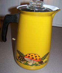 Vintage Sears Merry Mushroom Coffee Pot and Tea Kettle Lot Free Ship Vintage Appliances, Vintage Kitchenware, Vintage Dishes, 70s Kitchen, Glass Kitchen, Kitchen Items, Mushroom Decor, Bread Boxes, Vintage Coffee