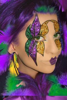 I need a friend with a steady hand to come with me to Mardi Gras next year and paint me up like this! Who wants to come?