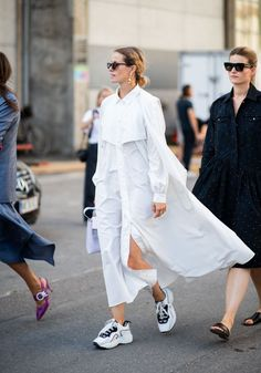 Little White Dresses to Shop Now White dress / Street style fashion / fashion week Street Style Trends, Look Street Style, Street Style Summer, Street Styles, Spring Style, Mode Lookbook, Fashion Lookbook, Look Fashion, Trendy Fashion