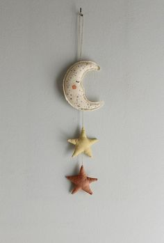 Diy baby mobile stars wall hangings New ideas Mobiles En Crochet, Crochet Mobile, Nursery Wall Art, Nursery Decor, Wall Decor, Diy Wall, Moon Nursery, Nursery Room, Navy Nursery