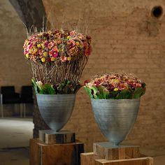 die Sattheit des Herbstes. Prallgefüllte Chrysanthemenbecher  #Deko #floralart #raumschmuck