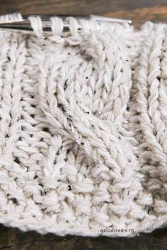 Brei beige kabel plaid (DIY) - Goodlives - Lilly is Love Knitted Baby Blankets, Merino Wool Blanket, Easy Knitting, Beige, Knit Crochet, Diy, Crafts, Interior, House