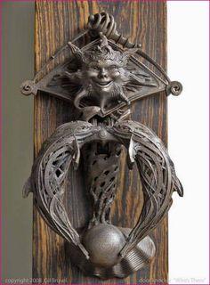 Door knockers unique 3 - Savvy Ways About Things Can Teach Us Door Knockers Unique, Door Knobs And Knockers, Cool Doors, Unique Doors, Porte Cochere, Door Fittings, Door Detail, Door Accessories, Door Furniture