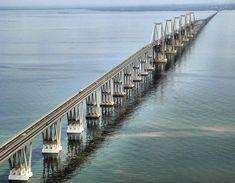 AGOSTO 24, 1962. Se inaugura el Puente Rafael Urdaneta sobre el Lago de Maracaibo, Obra de Consorcio Puente de Maracaibo, sobre un diseño del Ing. Riccardo Morandi. Se le considera el primer puente moderno de su tipo,  la tecnología para construcción costa afuera fue diseñada enteramente por venezolanos..