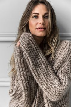 Be aware of newest knitwear fashion this autumn and winter. Mohair Cardigan, Chunky Cardigan, Beige Sweater, Sweater Cardigan, Knitwear Fashion, Knit Fashion, Fashion Fashion, Womens Fashion, Fashion Trends