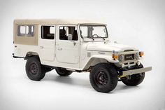 View details of this 1981 White Troopy. fold-flat bench and Far rear jump seats. Want an FJ Land Cruiser? Call The FJ Company today! Toyota Land Cruiser, Fj Cruiser, Roll Cage, Land Rover Defender, Concept Cars, Recreational Vehicles, Classic Cars, Classic Trucks, Travel Tips