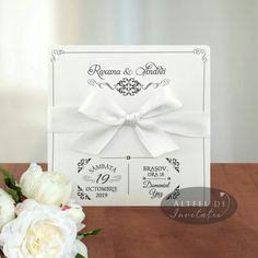 Invitatia de nunta Momente speciale prezinta un design deosebit, imbinand clasicul si modernul intr-o formula plina de farmec si eleganta.