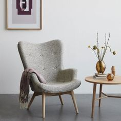 Fin lænestol med skammel til bare kr. Home Furniture, Furniture Design, Furniture Stores, Danish Interior Design, Velvet Armchair, Furniture Inspiration, New Room, Living Room Chairs, Modern Minimalist