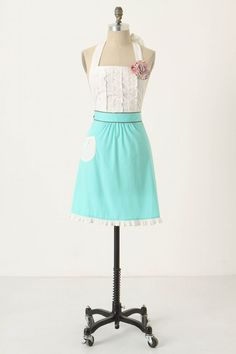 I already have an apron from #Anthropologie that I absolutely love, but I was looking for a gift for someone the other day, and came across this one. I love everything about it! The details are so precious and I love the bright color. It is the perfect apron for summertime cooking!