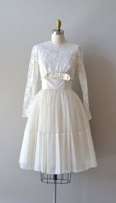 lace 50s wedding dress