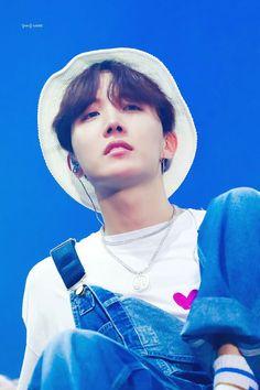 Imagine jhope having a crush on you V E Jhope, Jimin, Jhope Cute, Bts Bangtan Boy, Jung Hoseok, Gwangju, Foto Bts, J Hope Dope, Namjoon