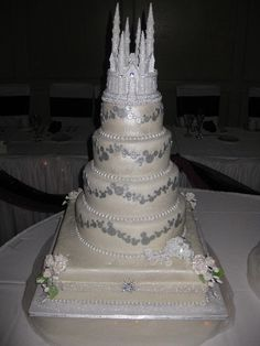 Disney Wedding Cake. I live this!! But I'd like the Mickey & Minnie topper instead if the castle