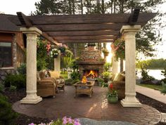 Outdoor Living Rooms - http://www.decorhomeideas.com/outdoor-living-rooms/