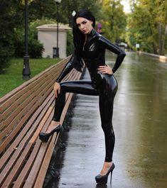 Latex Babe, Sexy Latex, Latex Gif, Leggings And Heels, Shiny Leggings, Latex Catsuit, Beautiful Legs, Girl Hairstyles, Style Me