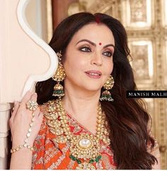 Mother of the Bride looks Stunning in a traditional Embroidered Lehenga with Leheriya Inspired Dupatta for the Pre-Wedding Ceremony of her daughter Isha Ambani. Bridal Wedding Dresses, Saree Wedding, Bridal Style, Wedding Ceremony, Saree Jewellery, Bridal Jewellery, Nita Ambani, Sangeet Outfit, Indian Wedding Jewelry