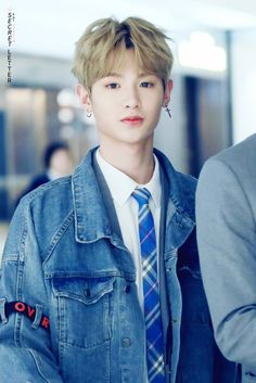 Produce 101 Justin - Cre: on pic Cute Korean Boys, Asian Boys, Cute Boys, Justin Produce 101, Produce 101 Season 2, K Pop, Chen, Justin Huang, Exo Album