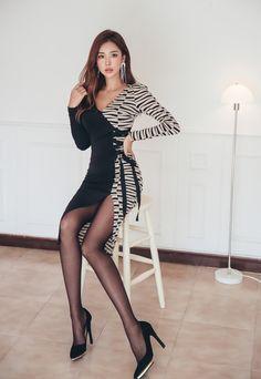 "korean-dreams-girls: ""Park Da Hyun - November 2018 Set "" Stunning but would be far sexier with stockings instead of pantyhose! Beautiful Asian Women, Beautiful Legs, Tight Dresses, Sexy Dresses, Asian Fashion, Girl Fashion, Fashion Blogs, Le Jolie, Korean Model"