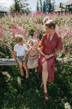 Summer in Whistler and 12 Things - Barefoot Blonde by Amber Fillerup Clark Cute Family, Family Goals, Fall Family, Cheap Kids Clothes Online, Amber Fillerup Clark, Barefoot Blonde, Future Mom, Pregnancy Photos, Maternity Photos