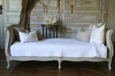 This day bed is so beautiful for a guest room...or any room!