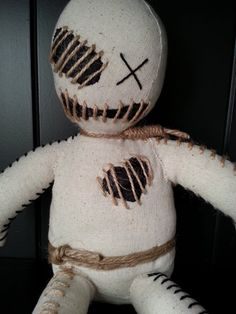 Making a lifesize voodoo doll Zombie Dolls, Scary Dolls, Ugly Dolls, Halloween Doll, Halloween Ornaments, Halloween Crafts, Voodoo Costume, Voodoo Dolls, Anime Crafts