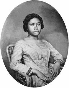 Lydia Kamakaʻeha Pākī, the future Queen Liliuokalani, in her youth. Honolulu, Hawaii, 1850s.    Source: Hawaii State Archives