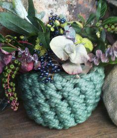 Crochet flowers pot.