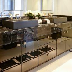 Banheiros/lavabos escuros - veja dicas e ambientes lindos com essa tendência! - Decor Salteado - Blog de Decoração e Arquitetura
