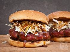 We have hear a ton of time that the secreat for a great barbecue is in the sauce. What is a barbecue chicken, a rack of barbecue ribs or a t-bone steak without a accompaining sauce? Barbecue Ribs, Barbecue Chicken, Bbq Grill, Bbq Hamburgers, Homemade Hamburgers, Cheeseburgers, Barbecue Sauce Recipes, Grilling Recipes, Hamburger Hotdogs