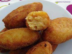 El año pasado les presenté una receta típica de la Semana Santa en Vélez-Málaga, el ajobacalao . El ajobacalao es un paté de bacalao co...