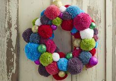 How to Make a Glitter Pom Pom Wreath #Glitter #PomPom #Christmas #Wreath