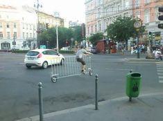 Esse cara que aparentemente construiu uma bicicleta em uma grade.   As 36 coisas mais hipsters que aconteceram em 2014