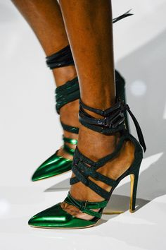 Antonio Berardi Green Metallic Lace-Up Sandals Fall Winter 2014 Zapatos Shoes, Footwear Shoes, Shoes Heels, Mode Shoes, Antonio Berardi, Green Shoes, Lace Up Sandals, Mode Outfits, Leather Pumps