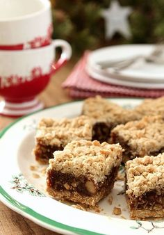 Old Fashioned Date Nut Bars - An old fashioned treat that has never gone out of favor; sweetened dates are combined with a crumbled oat topping. Perfection. Paleo Dessert, Dessert Bars, Dessert Recipes, Bar Recipes, Dessert Ideas, Vegan Recipes, Date Nut Bars, Baking Recipes, Gourmet