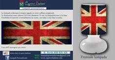 Lampada da tavolo in vetro soffiato a bocca, personalizzata con l'immagine della bandiera dell'Inghilterra. Altezza 24,5 cm- diametro base 15 cm- diametro paralume 14 cm - lunghezza filo elettrico 2 mt. La lampadina non è inclusa (max 40W).